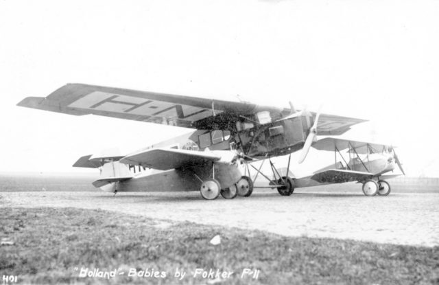 Fokker F.II with small biplanes