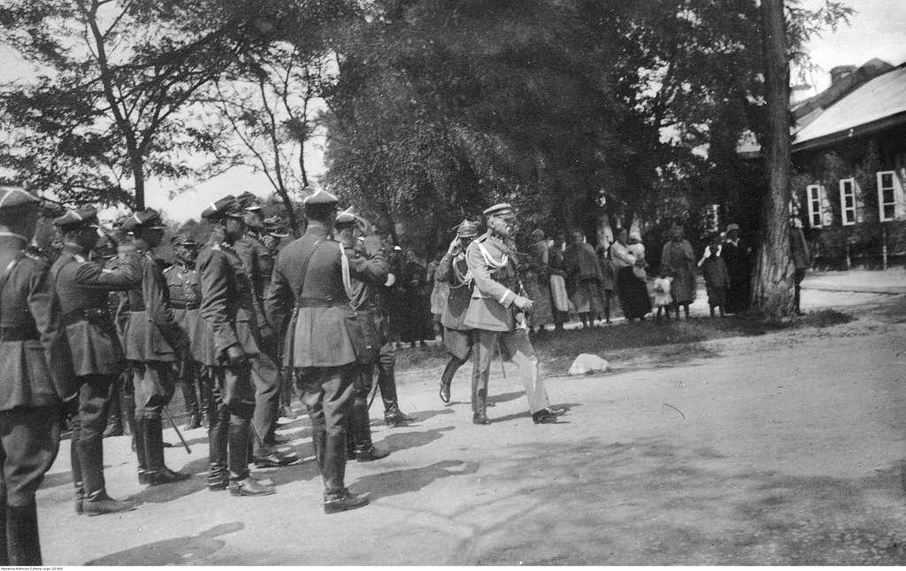 Wizyta Józefa Piłsudskiego w nierozpoznanej miejscowości (22-543)