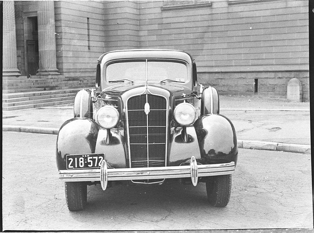 1935 Plymouth sedan, Art Gallery of New South Wales, Sydney, February 1937 / Sam Hood