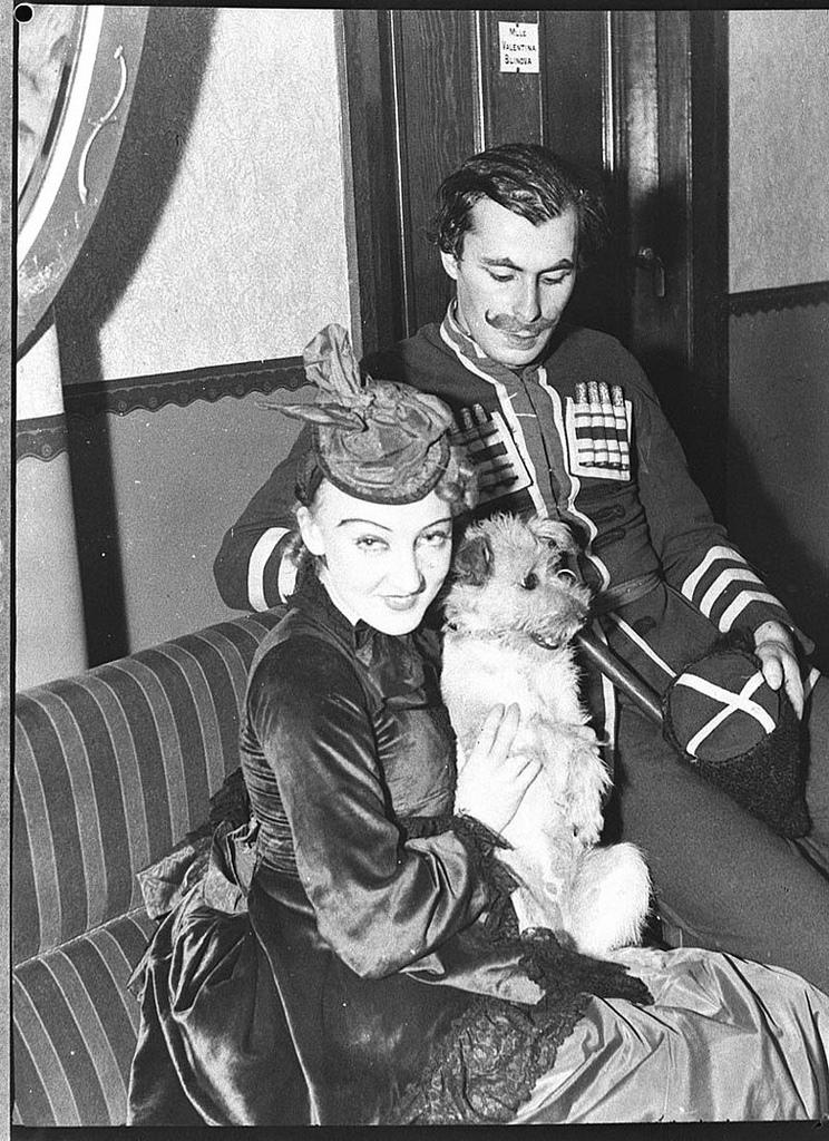 Colonel de Basil ballet dancers Elizabeth Souvorova (Betty Scorer), Aloysius Frank and the dog Apsia, Theatre Royal, Sydney, February 1937 / Sam Hood