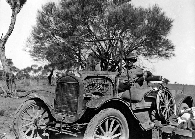 """Jack Galloway and Lizzie, Wilcannia, NSW, between 1935-1937 / photographer Reverend Edward (""""Ted"""") Alexander Roberts"""