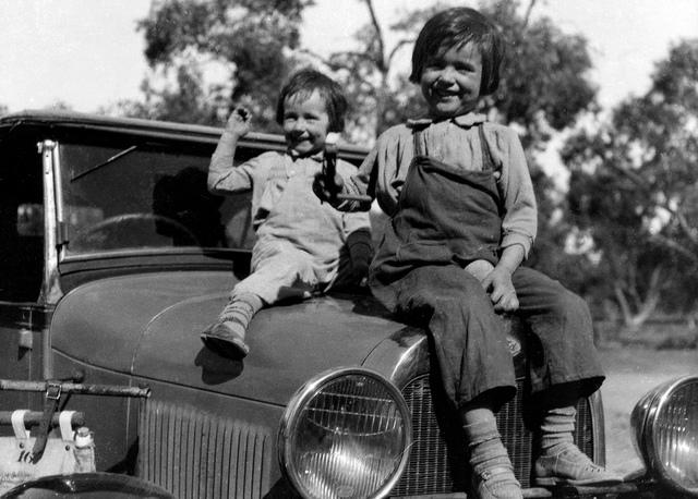 "Two bonnie Australians, Wilcannia, NSW, between 1935-1937 / photographer Reverend Edward (""Ted"") Alexander Roberts"