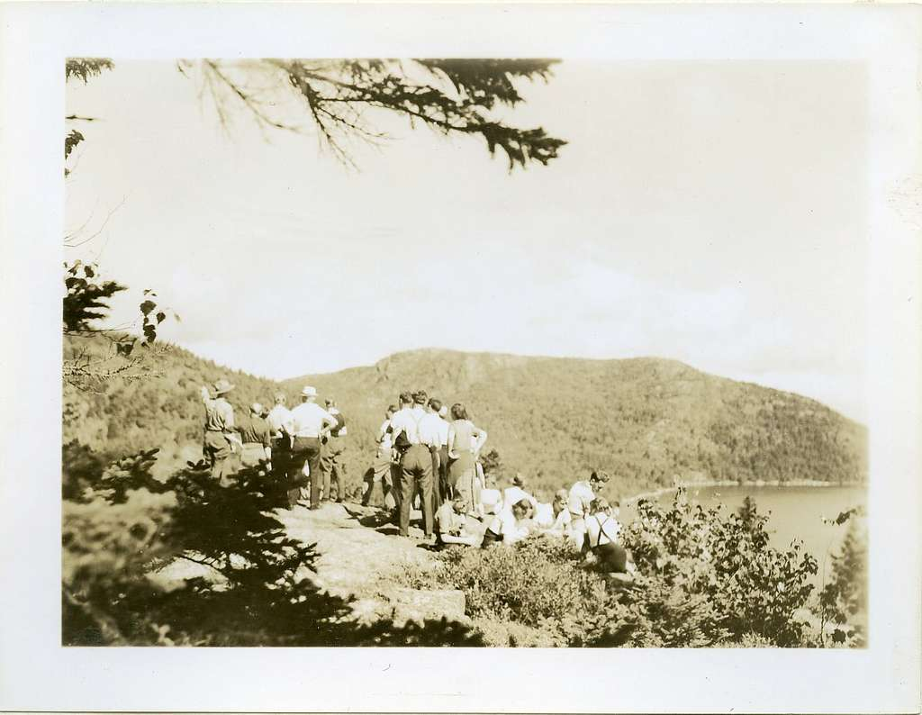 HIKERS ON FLYING MT.