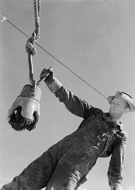 Climax-Molybdenum Co., Swinging a Reed Rock bit to the derrick floor by the Thread protector