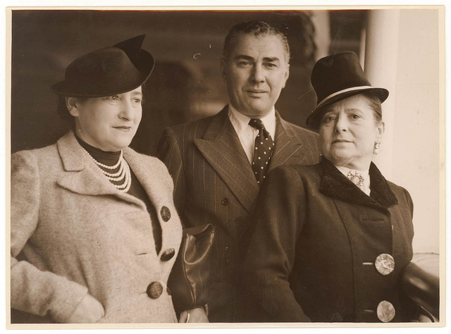 Helena Rubinstein and her husband Prince Gurielli-Tchkonia in Sydney, Australia, 31 October 1938 / photographer Sam Hood