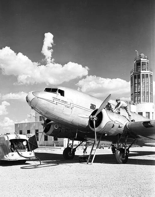[Maintenance of Douglas DC-2, American Airlines]