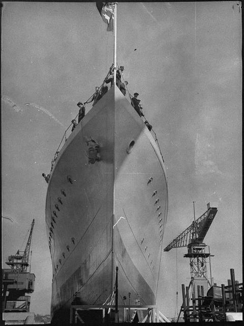 "Launching HMAS ""Parramatta"", Cockatoo Dock, June 1939 / photographer Sam Hood"
