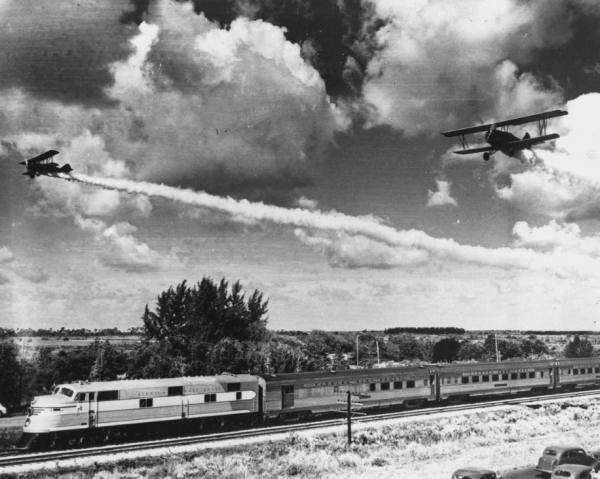 Planes flying over new streamliner