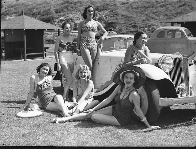 """The Women"" Co. girls on Tamarama beach, 2 February 1939 / photographer Sam Hood"