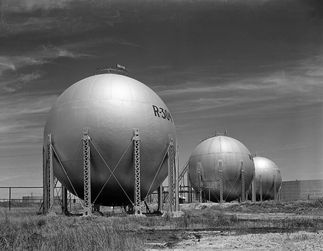 Chicago Bridge & Iron at Shell refinery, spheroids2