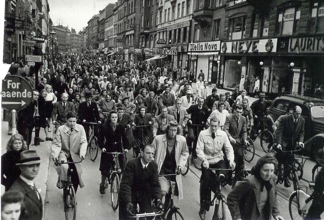 Cyclists at Nørrebrogade in Copenhagen (1940-45)