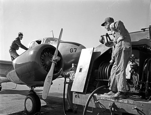 [Refueling Aircraft with Neoprene Hose, E. I. du Pont de Nemours and Company]