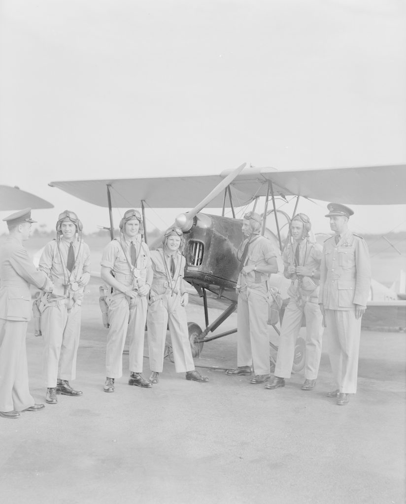 Squadron Leader King with Airmen, about 1940-1944