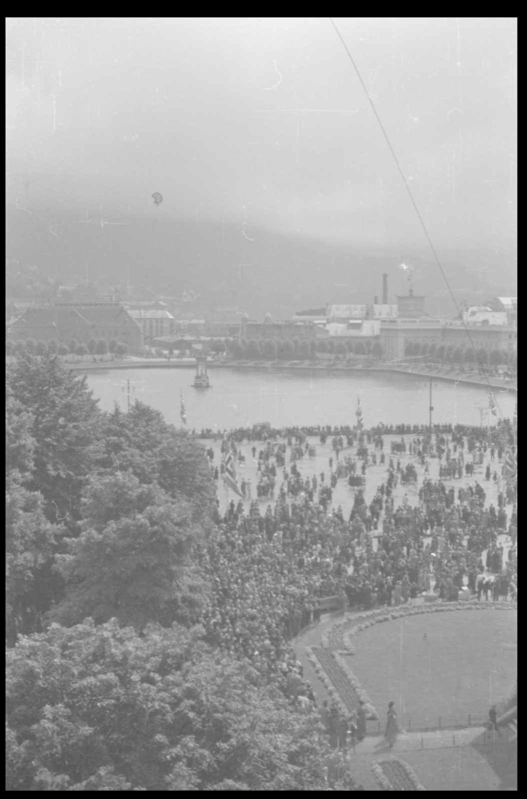 40 year anniversary of the dissolution of the Swedish-Norwegian union / King Haakon VII returns to Oslo from England