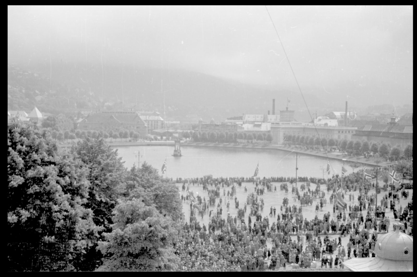 40 year anniversary of the dissolution of the Swedish-Norwegian union / King Haakon VII returns to Oslo from England - 2
