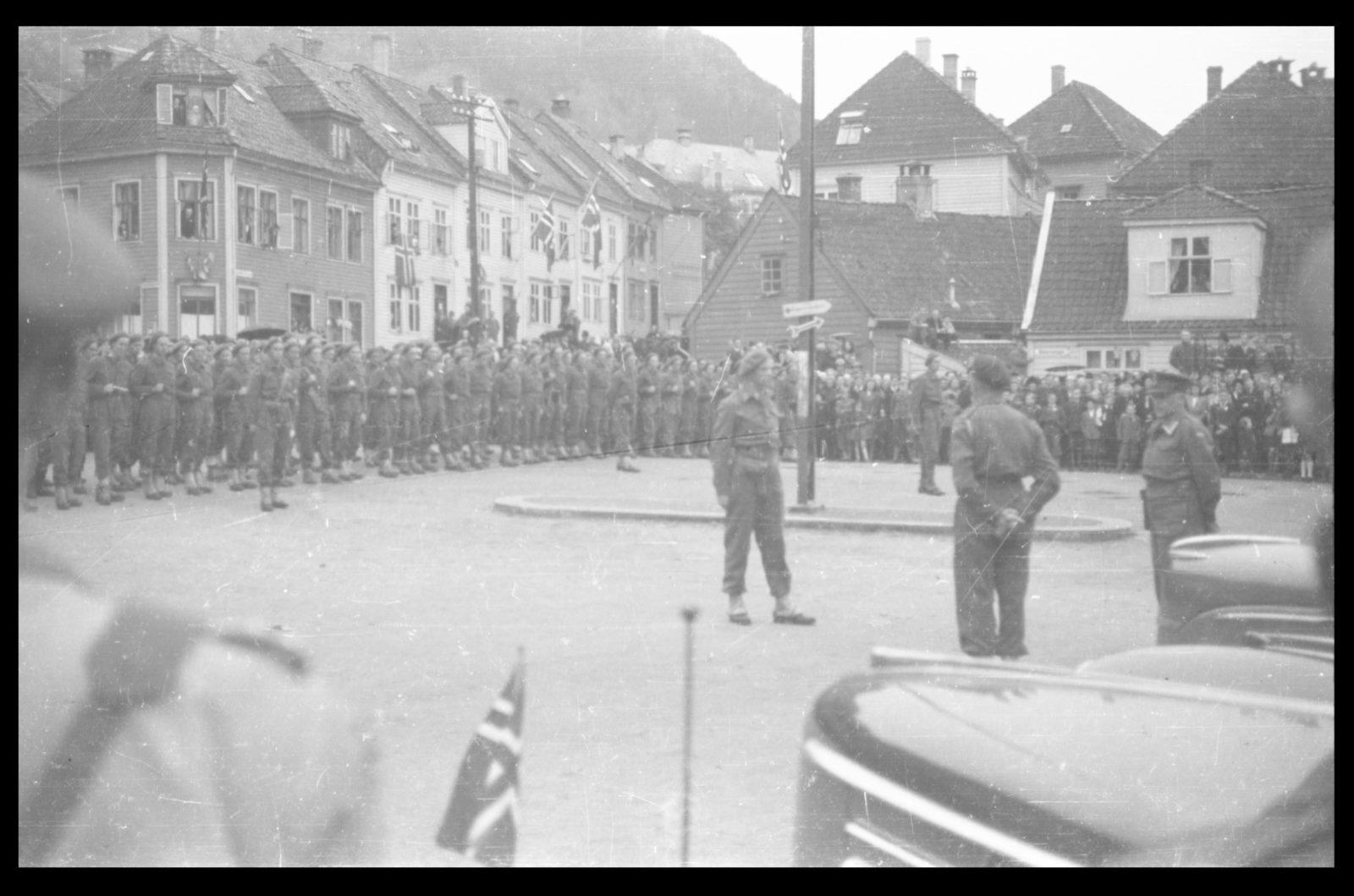 Colonel Trygve Sandvik returns to Bergen from England