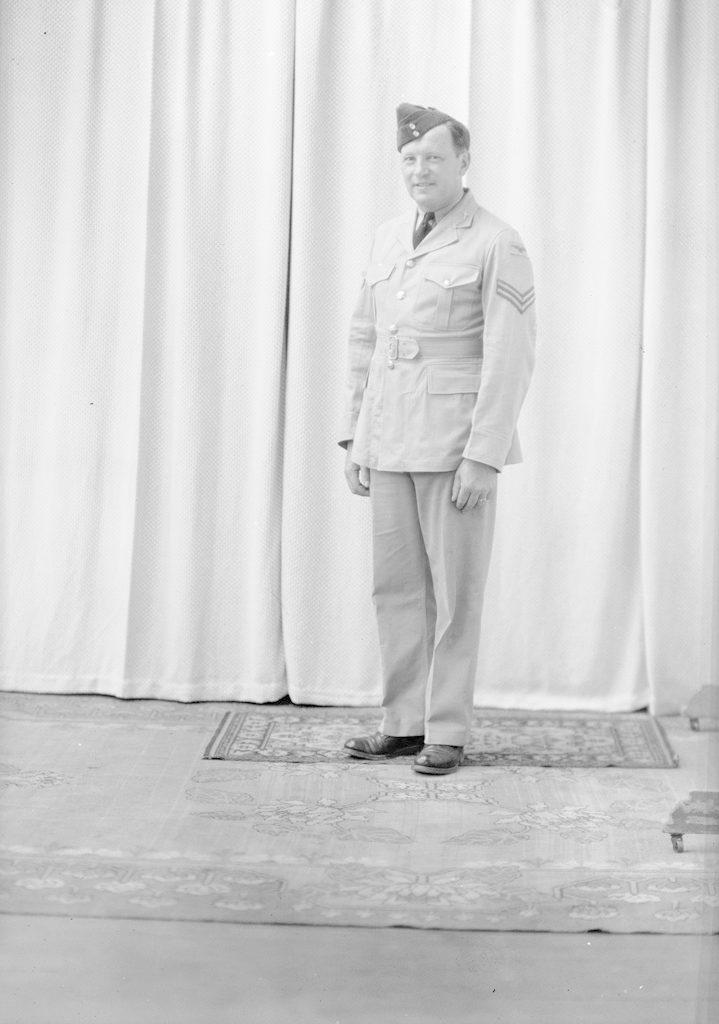 Oliver Panzman, about 1940-1945