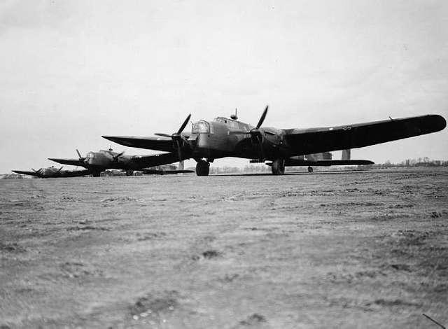 RAF Bomber Command 1940 HU104769