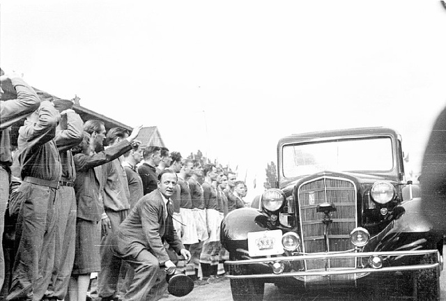 The King and Queen arrives at the first football match against Sweden after the liberation.