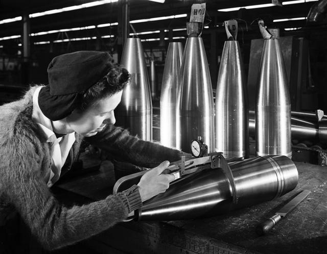 [Woman working on ordnance, General Motors Corp., Pontiac, MI]