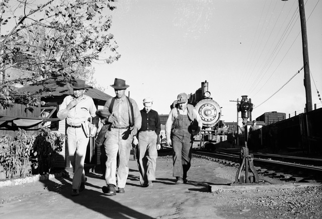 [Group of Railroad Workers, Locomotive 317, Texas & Pacific Railway Company]