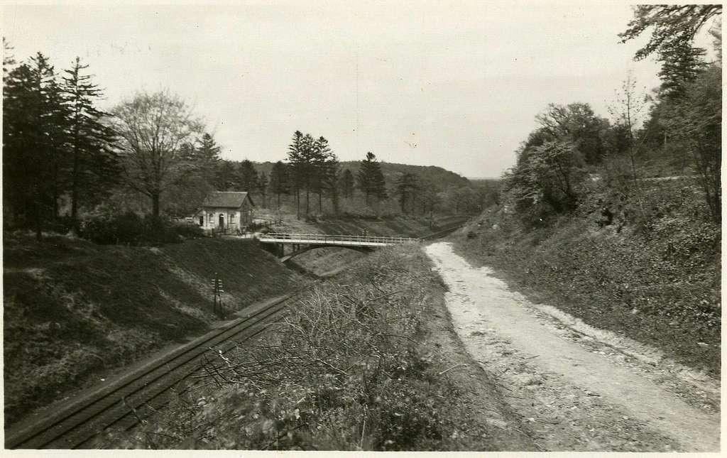 HUA-164762-Gezicht op het viaduct over de spoorlijn ten oosten van Valkenburg