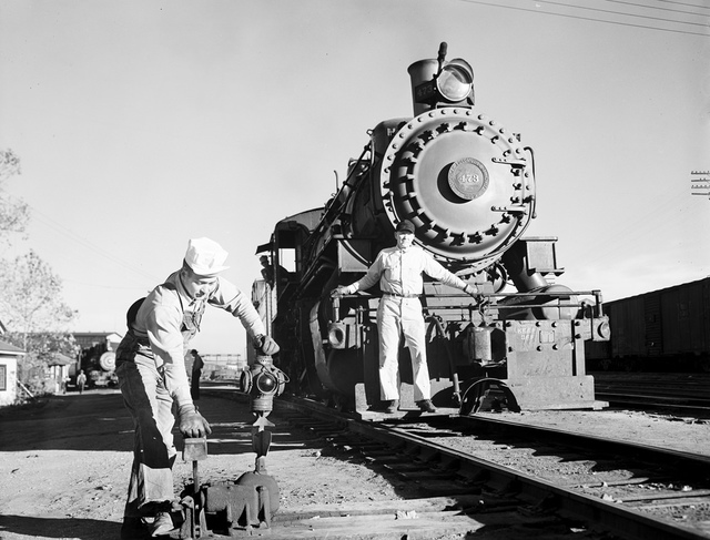 [Locomotive 473, Brakeman at Signal Switch, Texas & Pacific Railway Company]