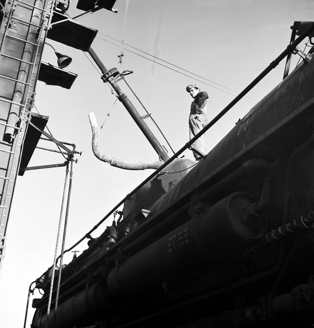 [Refilling Locomotive Sand Dome, Texas & Pacific Railway Company]