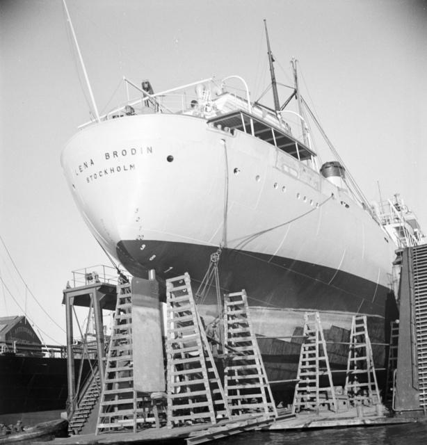 Ship in drydock in Gothenburg 1946