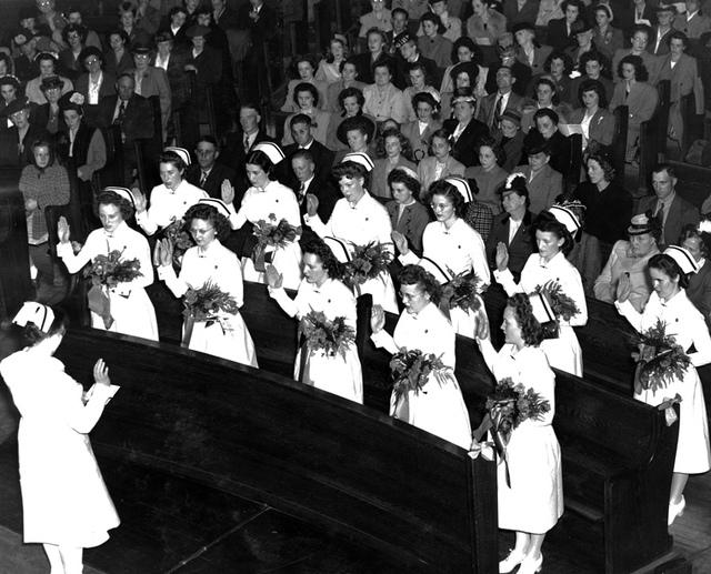 Graduates reciting Florence Nightingale Pledge