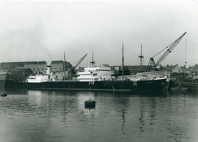 'Gomphina' and 'Hemsefjell' at Manor Quay, Sunderland