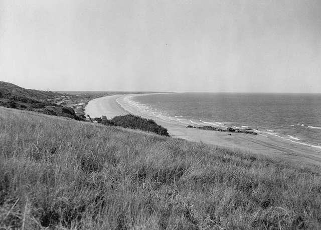 StateLibQld 2 297847 Beach at Yeppoon, Queensland, 1948
