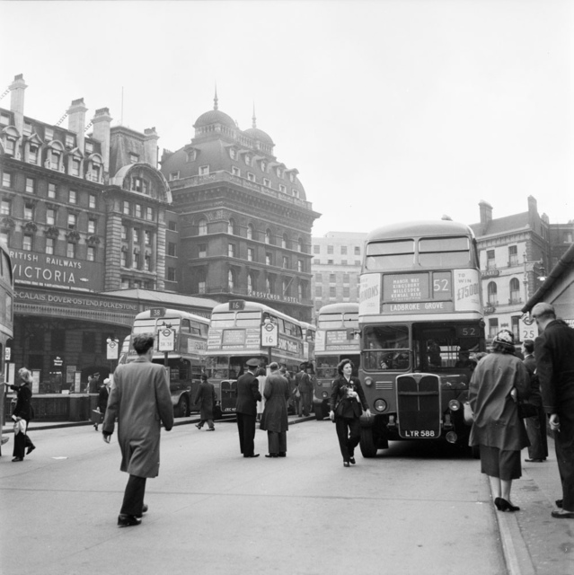 Victoria bus station in London 1951