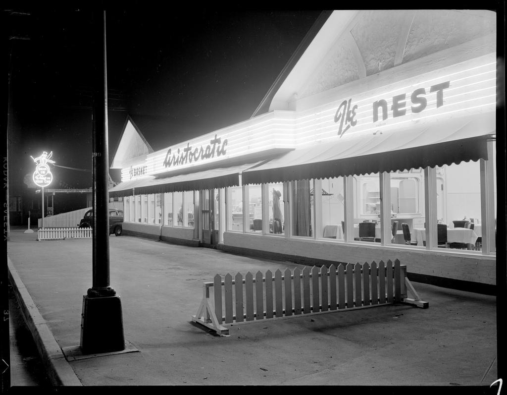 Aristocratic Restaurant VPL_82363F