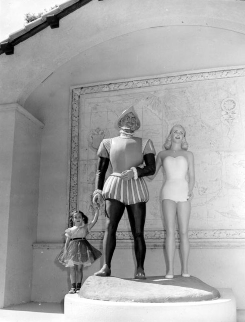 Candace Berner O'Brien and Dorothy Berner (right) with a statue of Ponce de Leon: DeLeon Springs, Florida