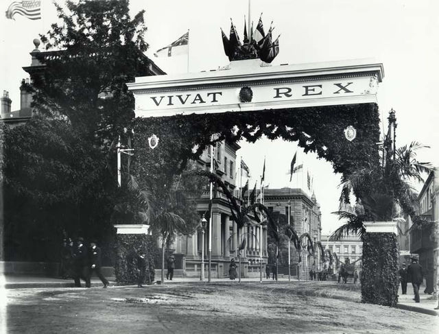 'The King's Avenue', Bligh Street, Sydney (NSW), decorated for the visit of the Duke and Duchess of Cornwall and York.
