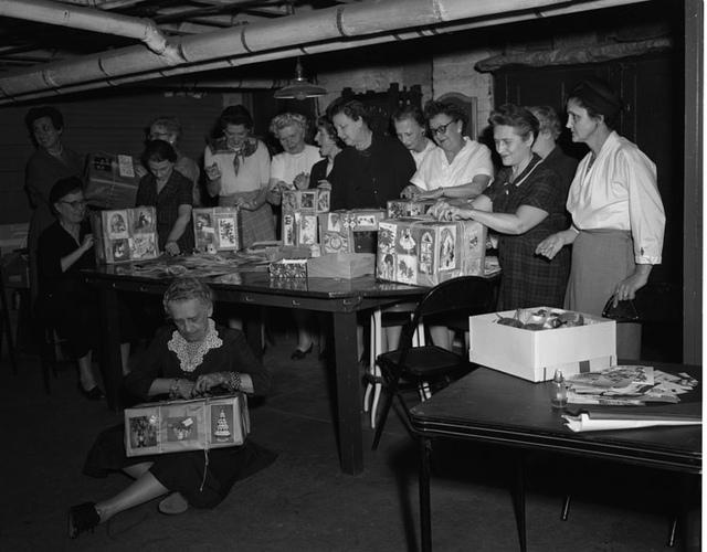 Catholic Virginian, Christmas boxes