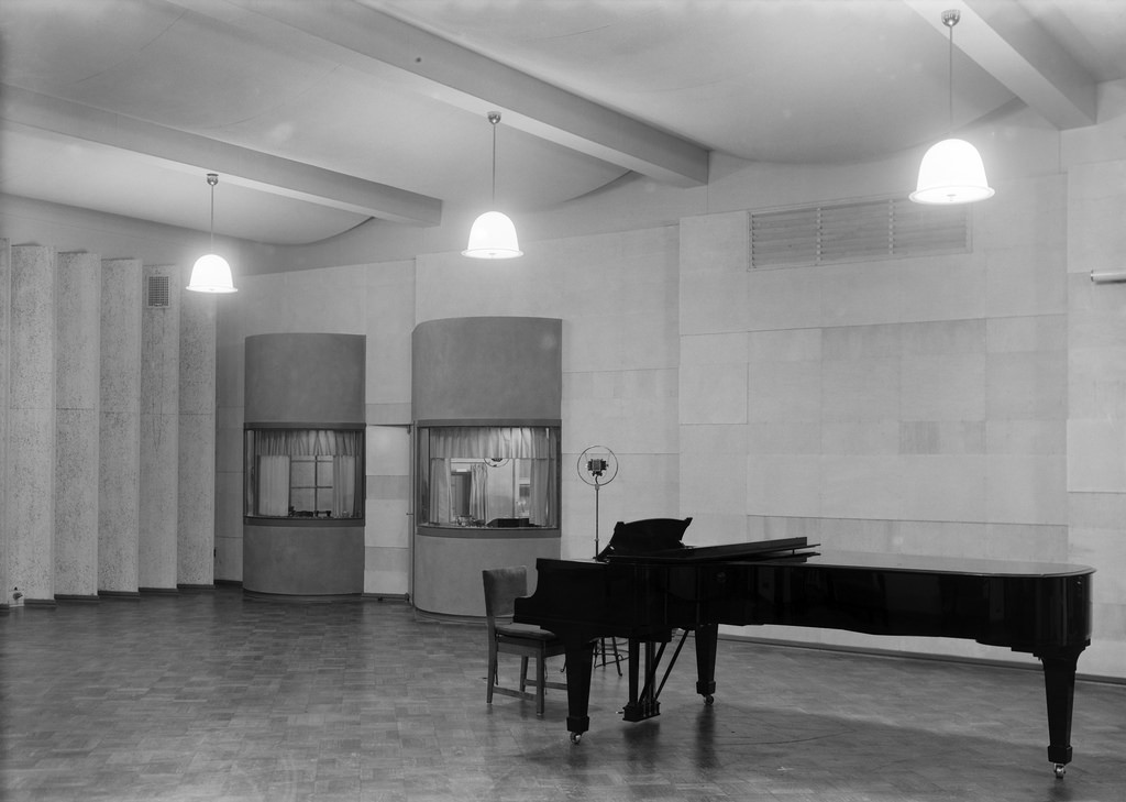 A grand piano in the music studio in the Radio House in Helsinki, 1930s.