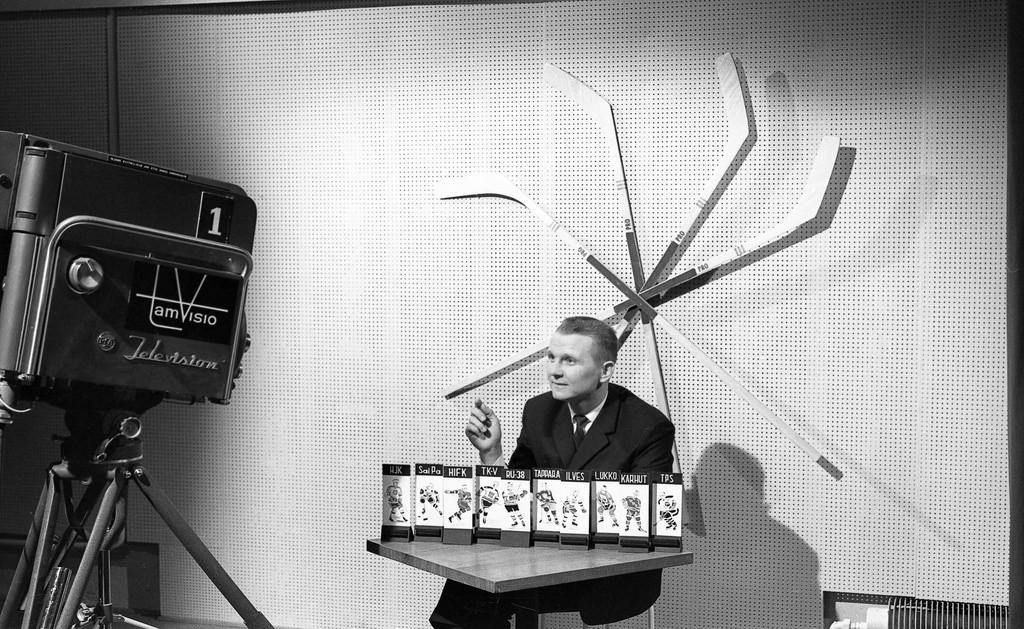 Anssi Koskinen, the host of the Tamvision´s hockey television show Lätkäruutu, 1964