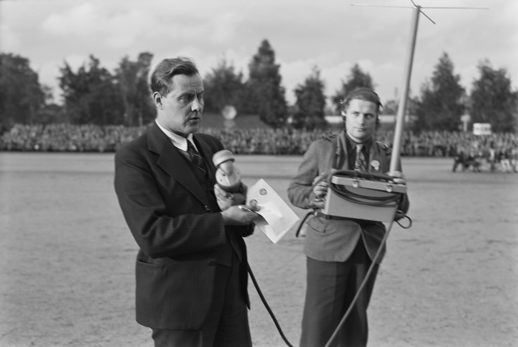 Martti Jukola reporting from a sports event, 1930s.