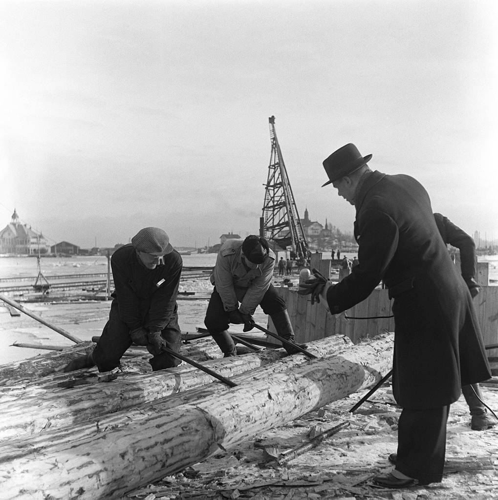 Recording sound effects of log driving, 1930s.