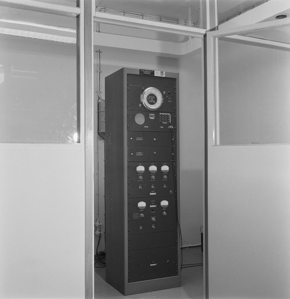 Time signal device for radio broadcasting, 1963