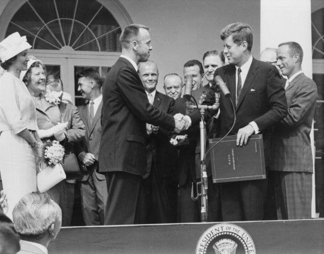 Astronaut Alan Shepard recieves NASA Distinguished Service Award