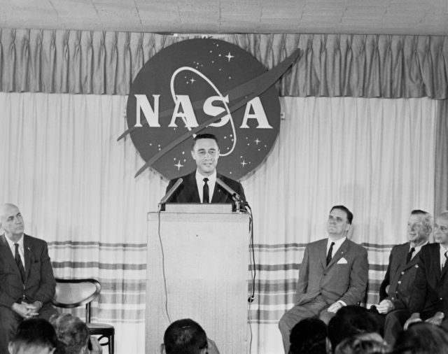 ASTRONAUT GRISSOM, GUS - PRESS CONFERENCE