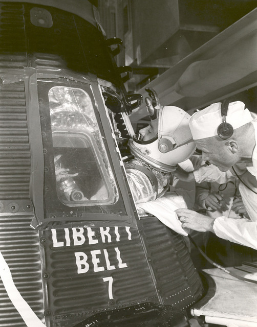 Grissom Climbs into Liberty Bell 7