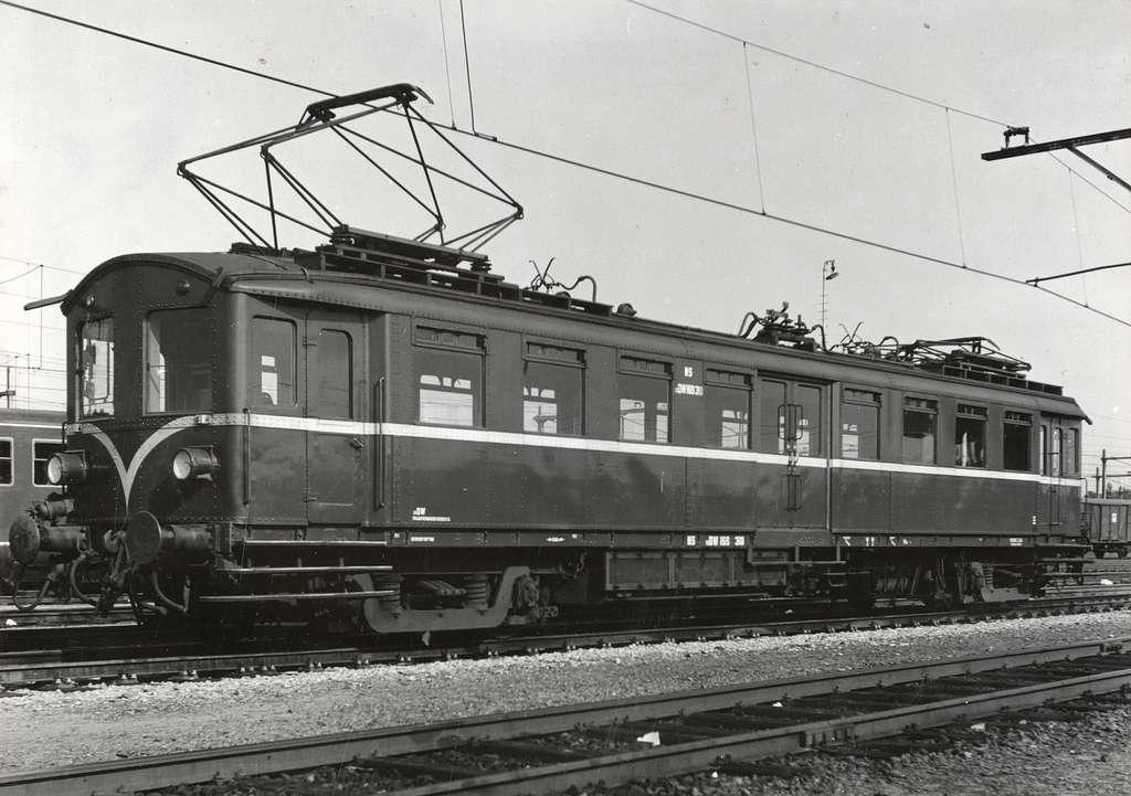 """HUA-169690-Afbeelding van de motordienstwagen (mDW) nr. 169 310 (mat. 1924, """"Blokkendozen"""") van de N.S. te Zwolle"""