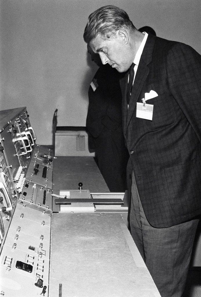 Wernher Von Braun At The Marned Spacecraft Center Picryl
