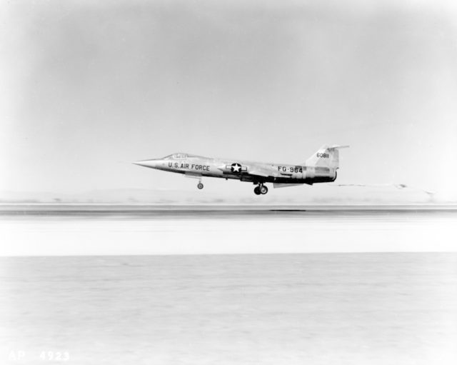 Lockheed F-104A 56-0811 [mfr AP 4923 via RJF]
