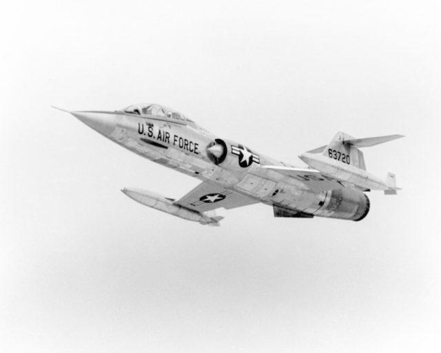 Lockheed F-104B 56-3720 [mfr 4-6472 via RJF]