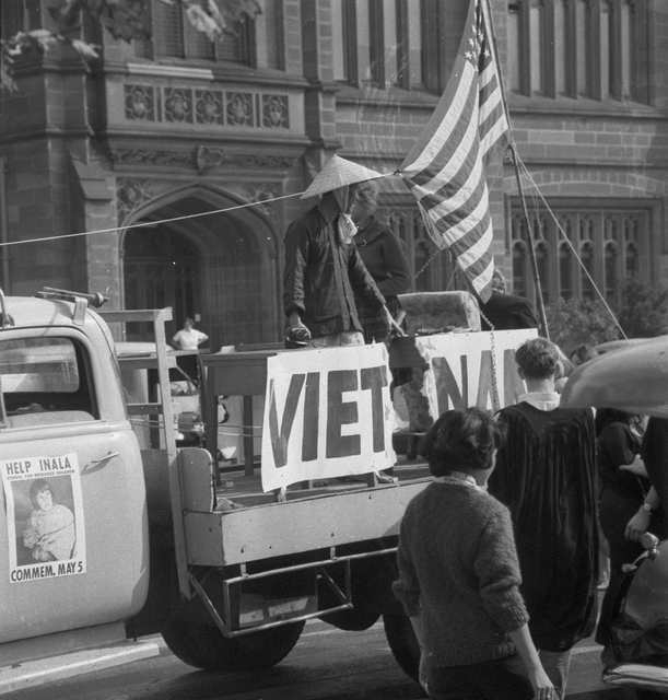 University of Sydney Commem Day procession, Old Medical School, 5 May 1965 / photographer Jack Hickson, Australian Photographic Agency